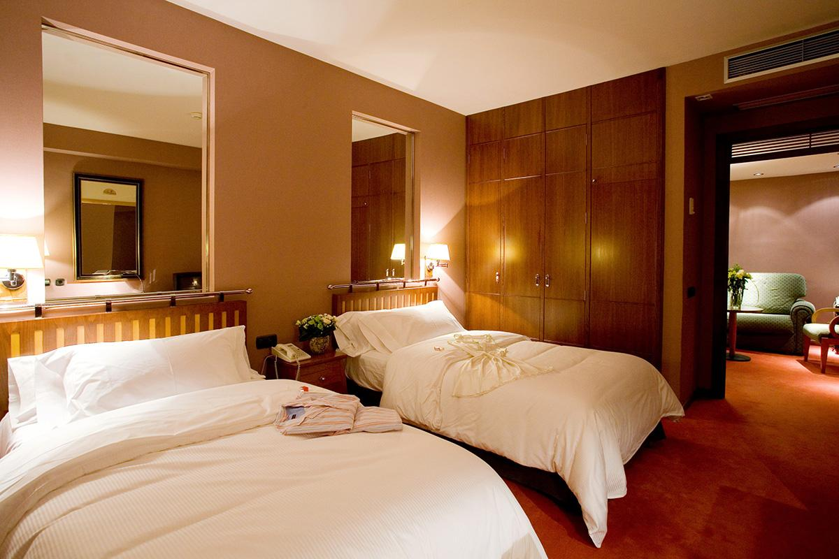 Hotel palafox rooms hotel palafox for Hoteles barcelona habitaciones cuadruples