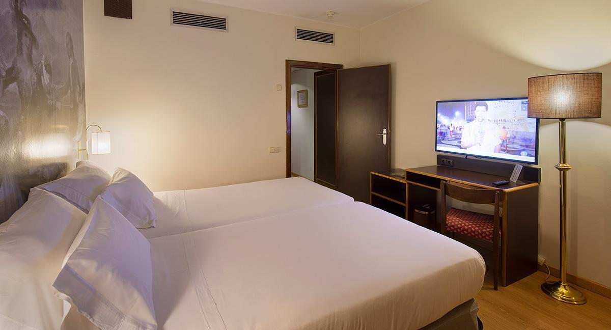 Habitaciones hotel goya palafox hoteles for Habitacion familiar en zaragoza
