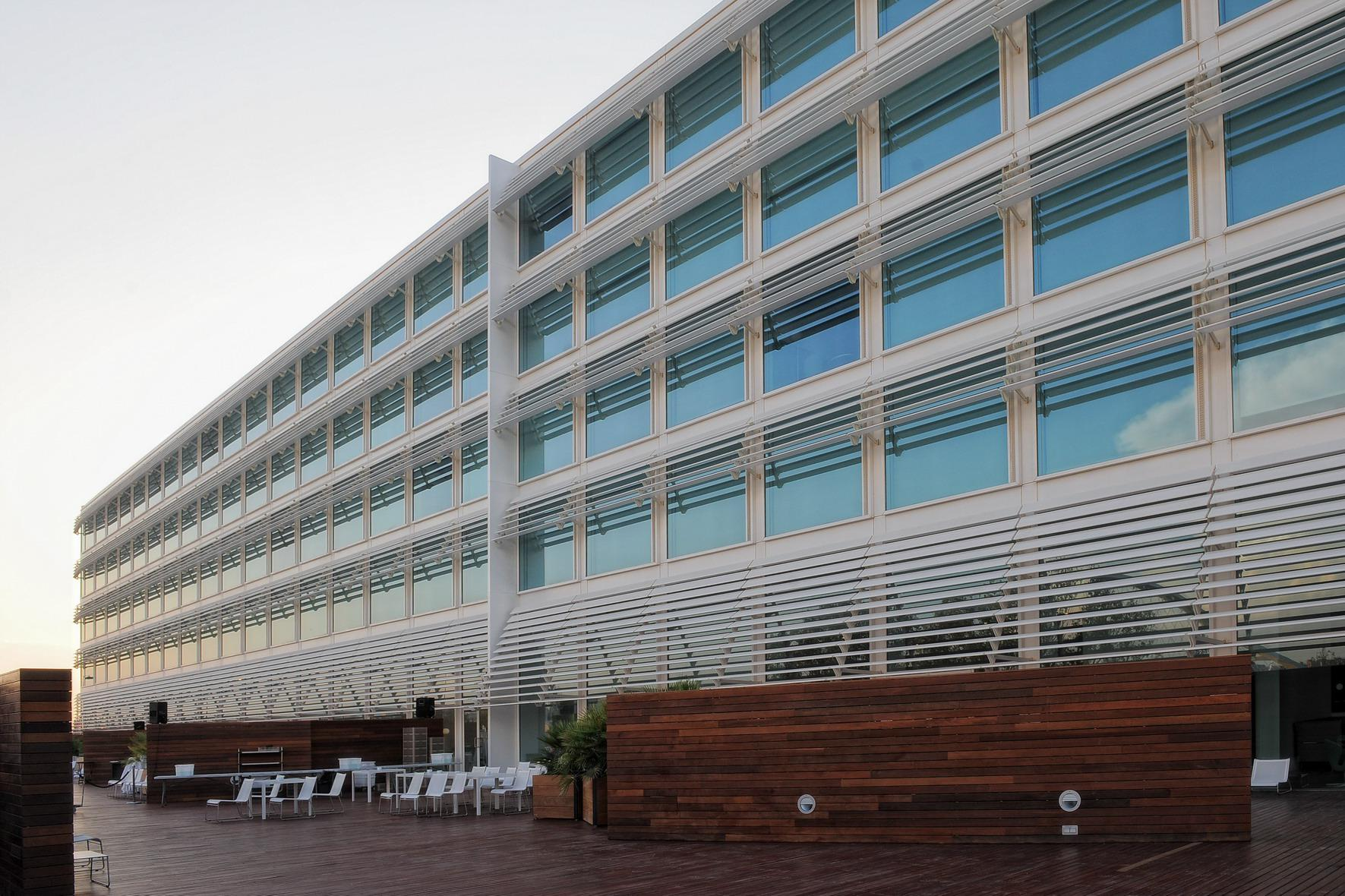 Hotel hiberus centro de negocios en zaragoza palafox for Hoteles familiares en zaragoza capital