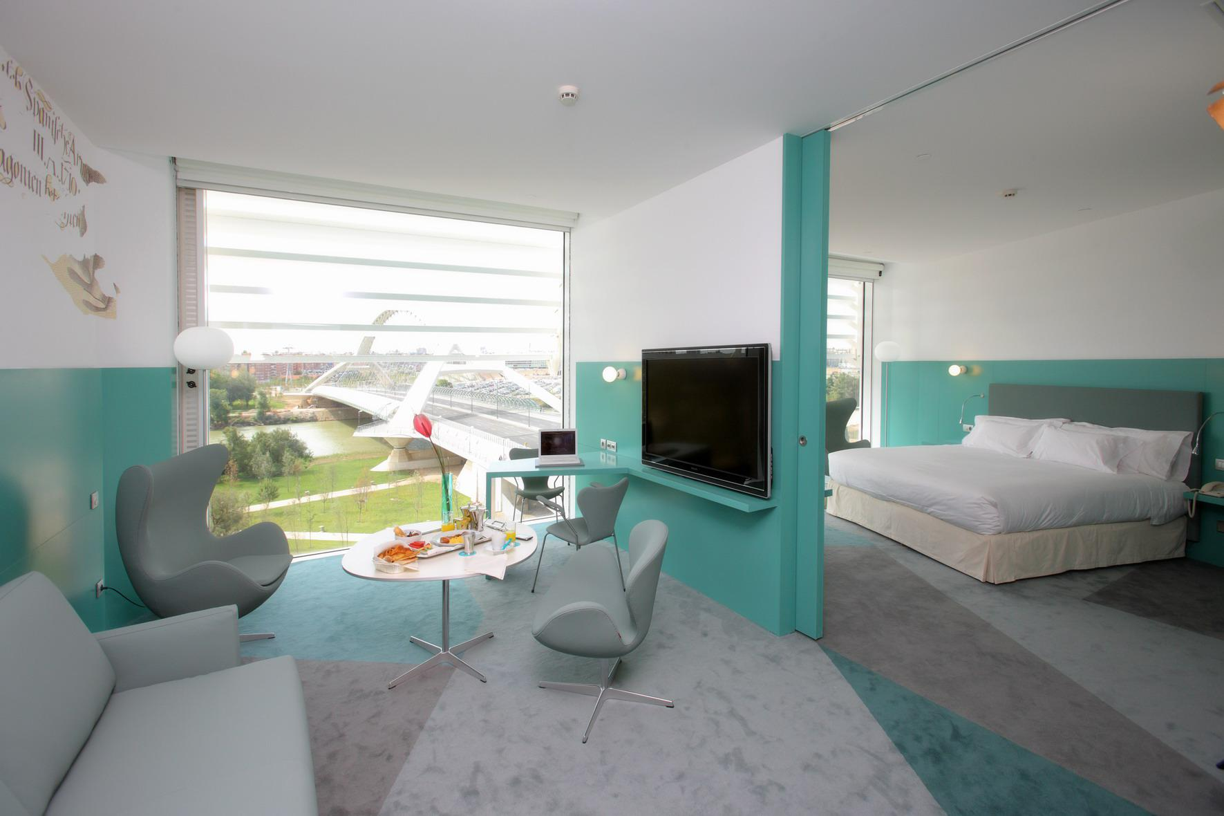 Junior suites hotel hiberus hotel palafox for Hoteles familiares en zaragoza capital