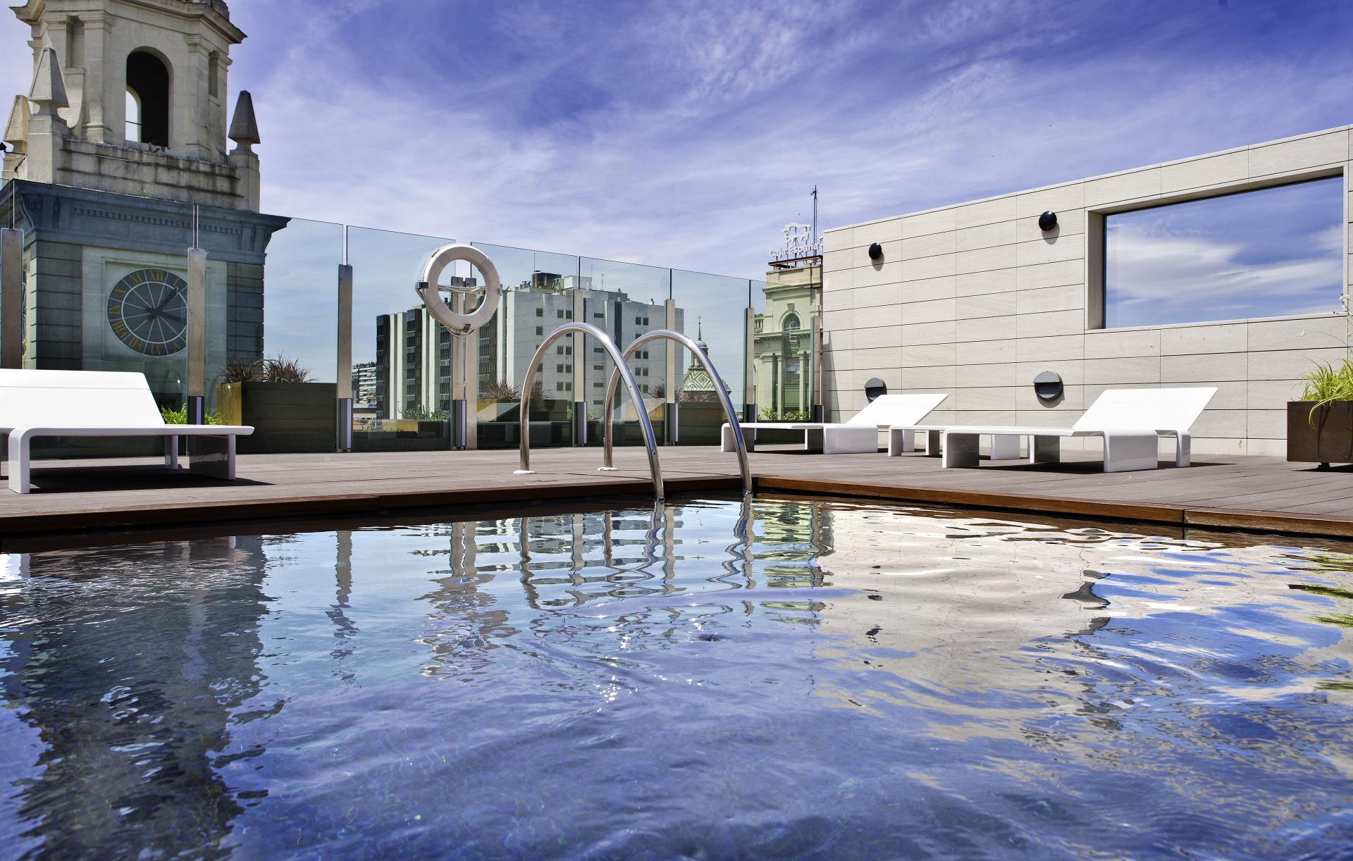 piscina interior y exterior del hotel alfonso zaragoza