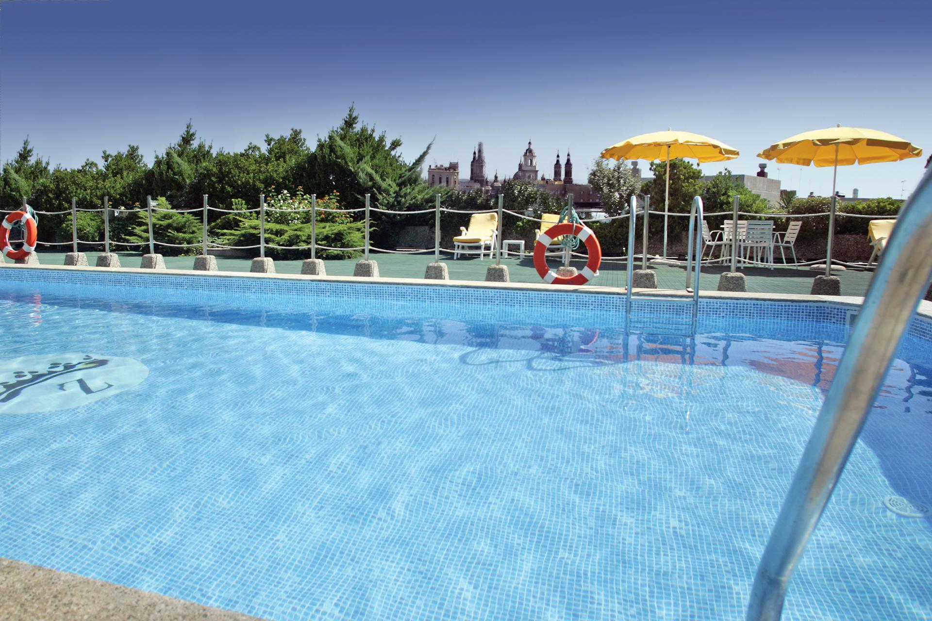 piscina y gimnasio palafox hoteles