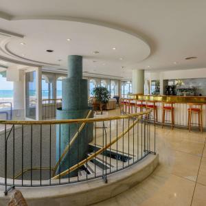 Escalera restaurante Isla de León
