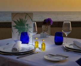 Disfruta de cena y puesta de sol en el Restaurante Isla de León