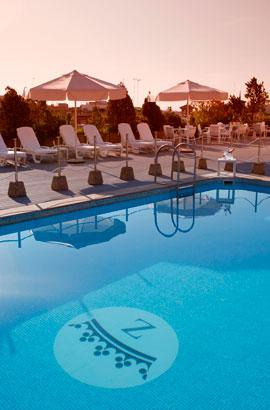 Swimming pool Hotel Palafox