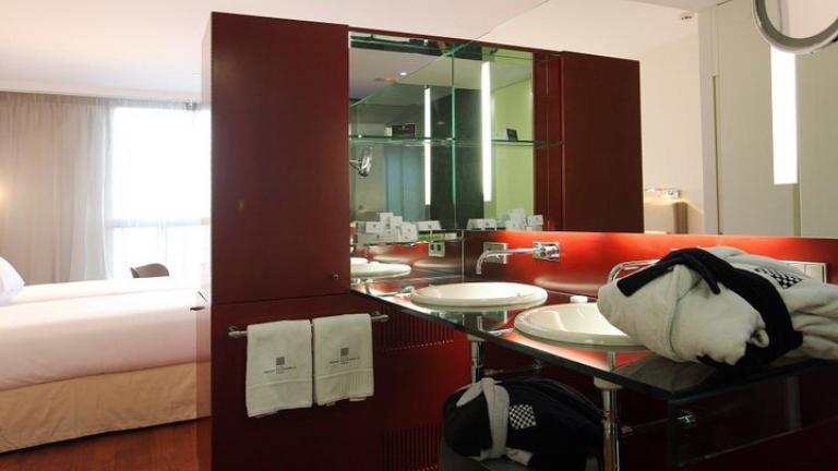 Hotel Reina Petronila Rooms